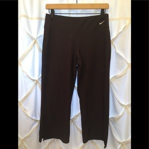 Nike FitDry Performance Athletic Capri Leggings